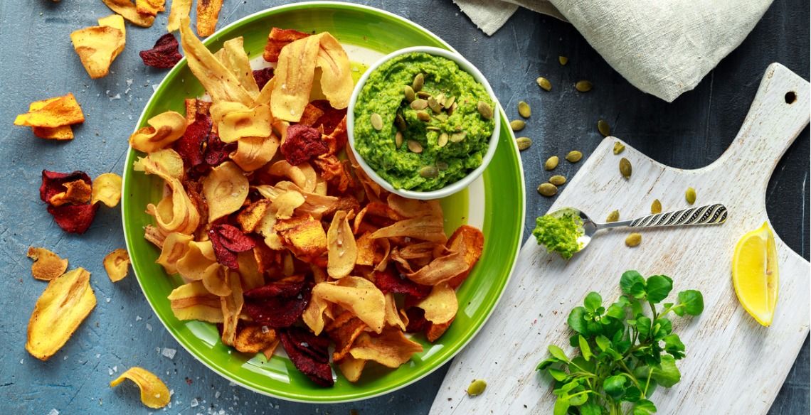 home-made-vegetable-crisps-from-carrots-parsnips-and-beetroot-with-picture-id822525004